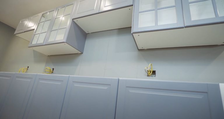 Kitchen Cabinets |Tub Reglazing | Bathtub Refinishing | Lakewood Tub Reglazing