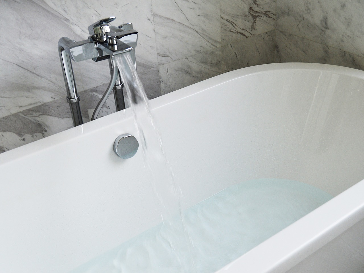 bathtub, faucet, white