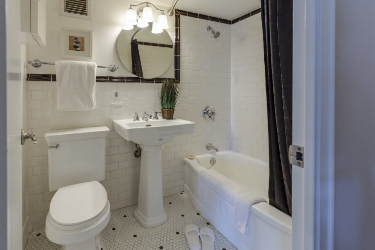 Small Bathrooms |Tub Reglazing | Bathtub Refinishing | Lakewood Tub Reglazing