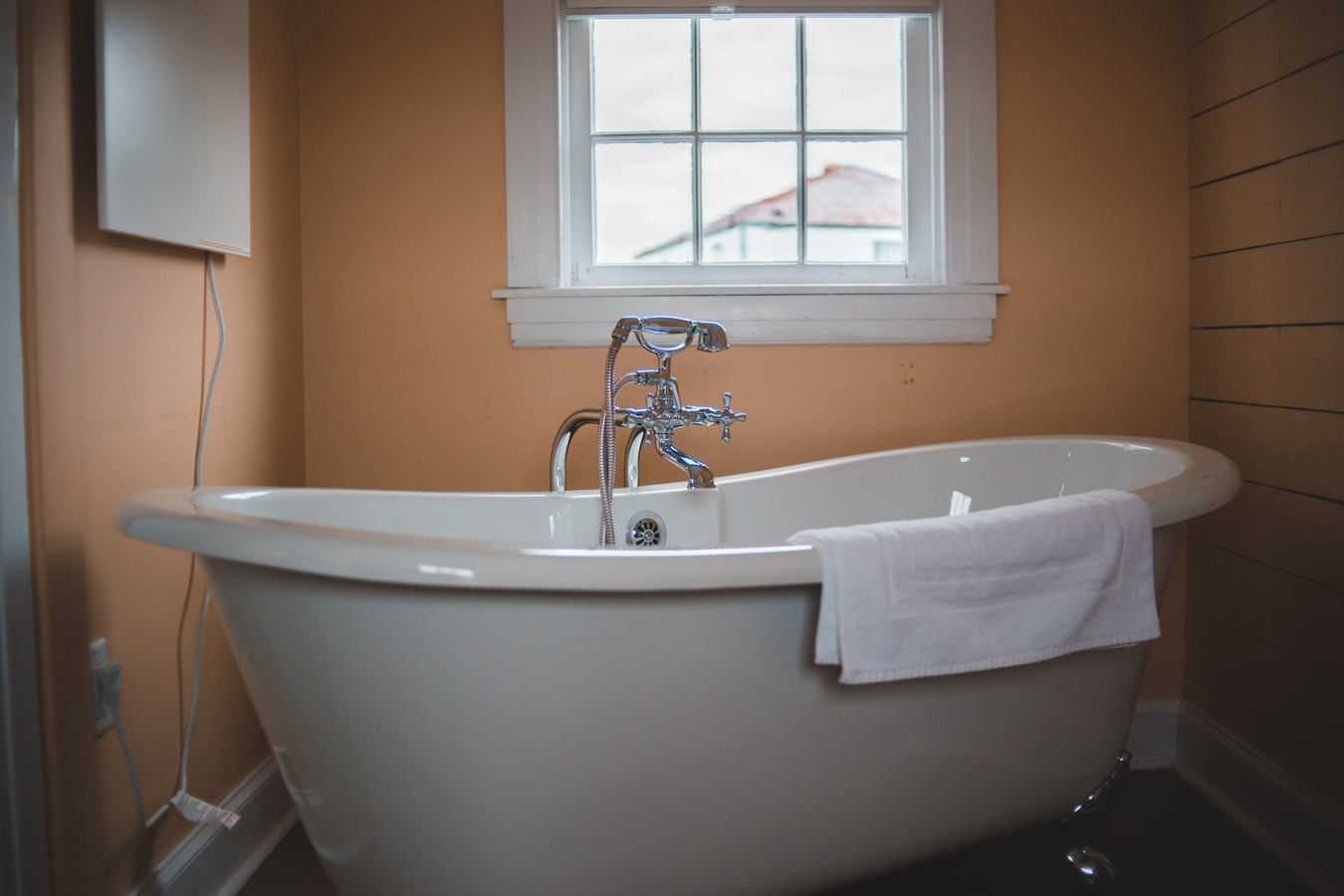 Easy Instructions on How to Install a Tub Surround