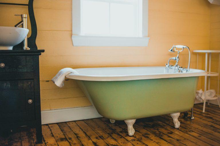 Bathtub Liner | Tub Reglazing | Bathtub Refinishing | VT Lakewood Tub Reglazing